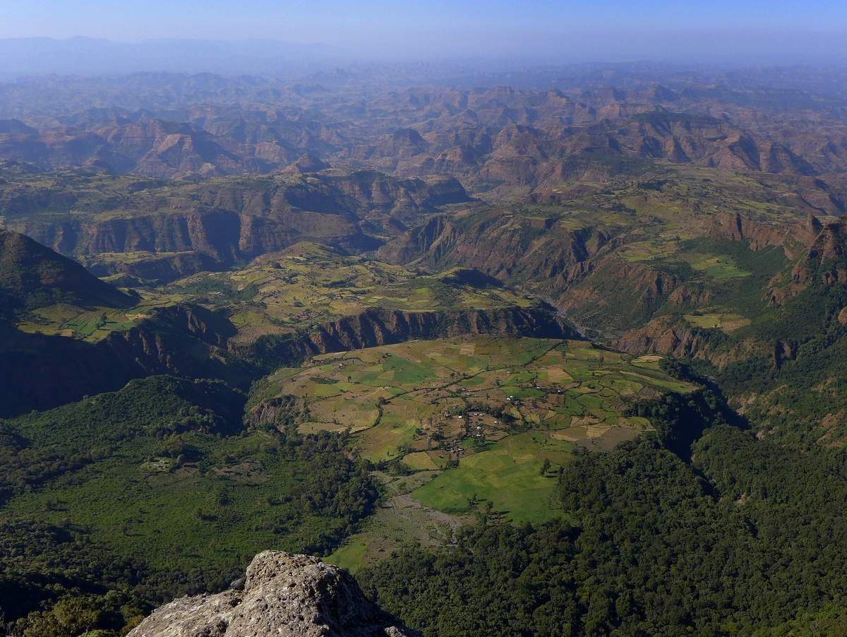 picture description: trekking,hiking, Simien Mountains with ZenAye Ethiopia Tours, Swiss-African expert in tour operation / photo: Linetta Schneller