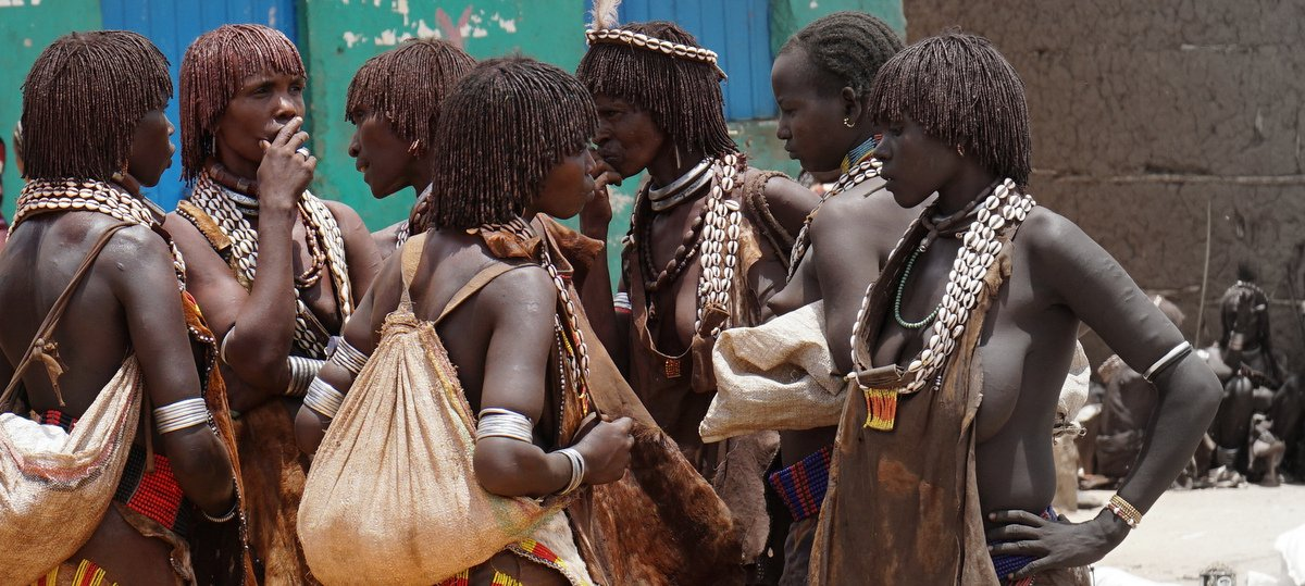 picture description: Ethiopia, Africa, Tribal Ethnic South, Hamer tribe, market day in Lower Omo Valley, with ZenAye Ethiopia Tours, expert in tour operation / photo: © Linetta Schneller, Switzerland