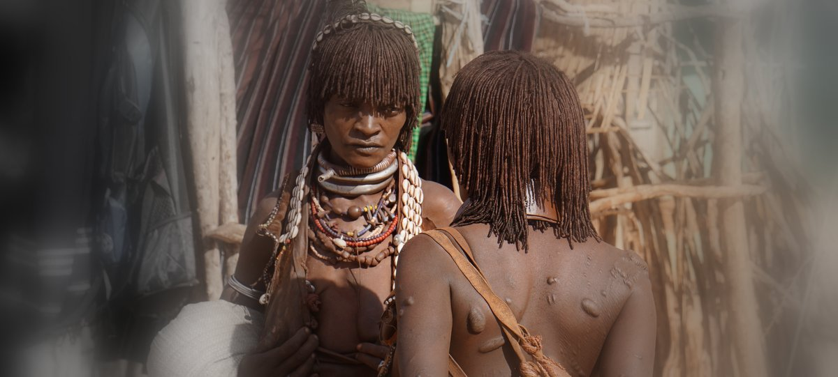 picture description: Africa, Ethiopia, women Hamer tribe, Lower Omo Valley, culture with ZenAye Ethiopia Tours, expert in tour operation / photo: © Linetta Schneller, Switzerland