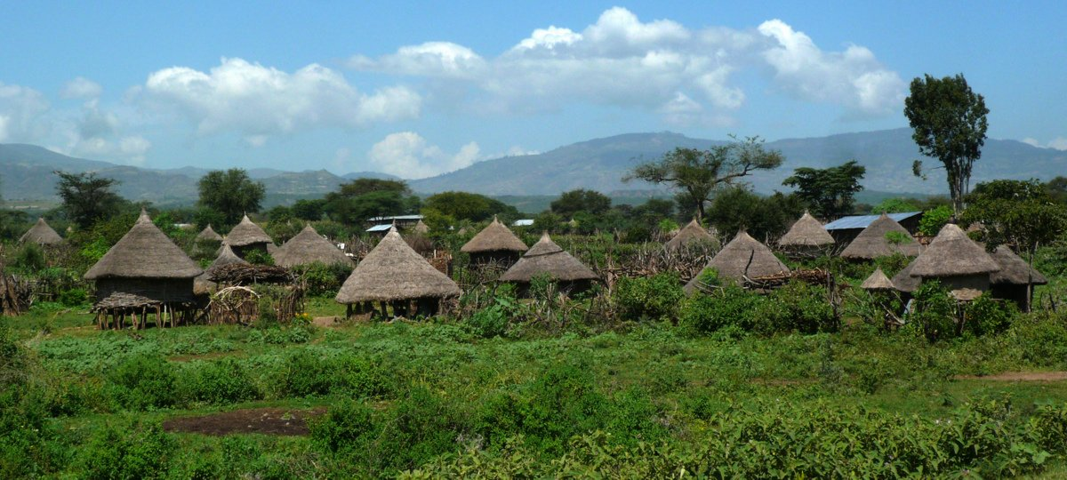 picture description: village Lower Omo Valley, with ZenAye Ethiopia Tours, tour operation, Ethiopia, Africa / photo: © Linetta Schneller, Switzerland